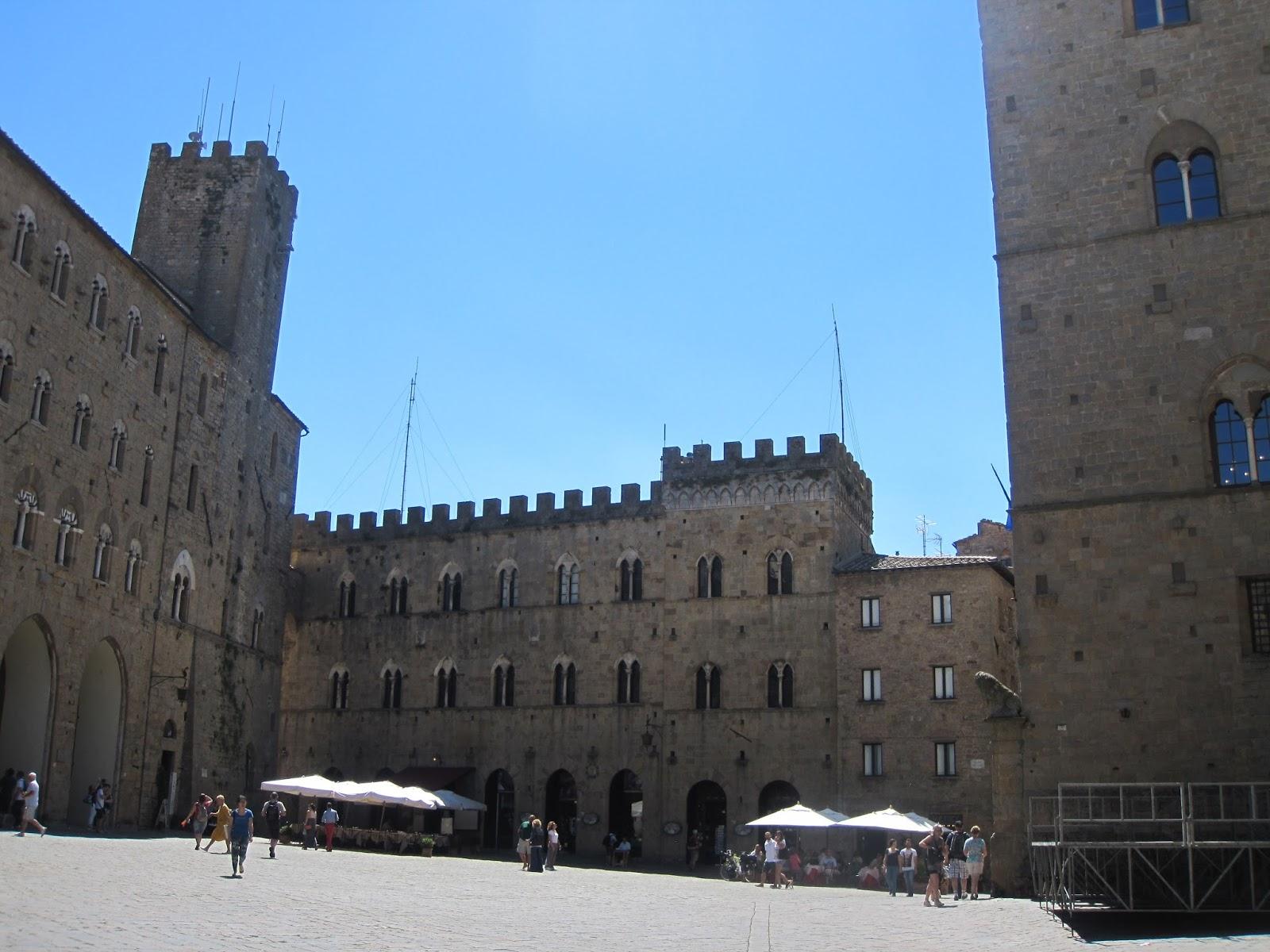a San Gimignano e poi perch¨ essa seppur non interessata direttamente dal passaggio della Francigena estese storicamente il suo territorio e il