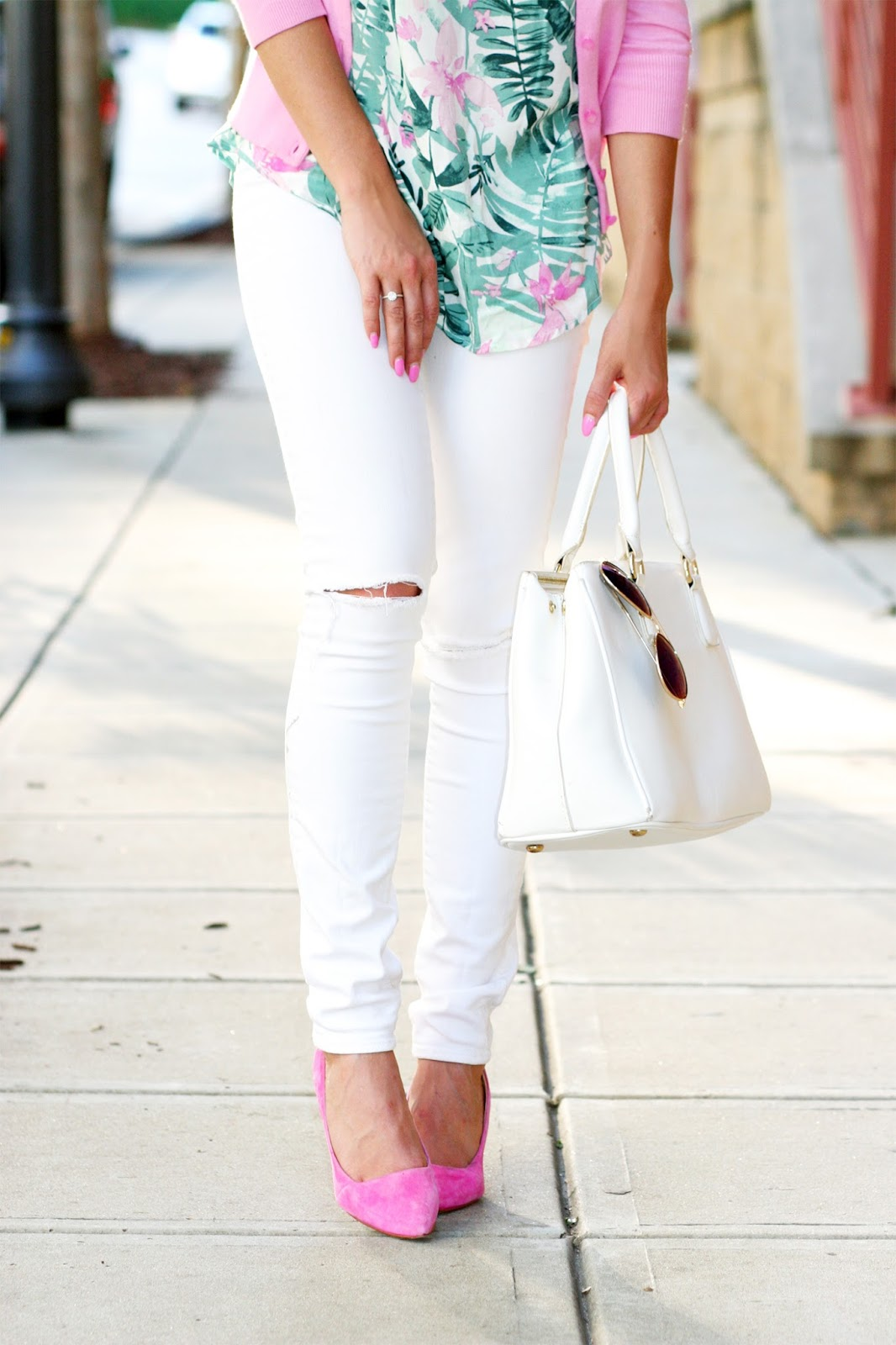 Affordable-cheap-white-skinny-jeans-suede-pointed-toe-pumps