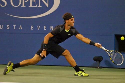 Rafael Nadal Yetişerek Tenis Forehand Vuruşu