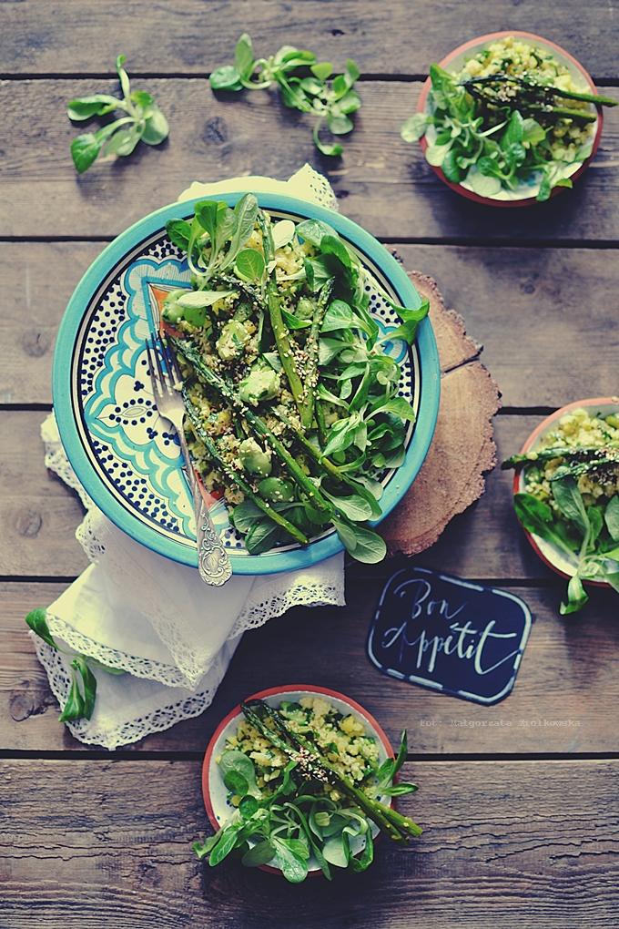 Pieczona zielona sałatka z kuskusem