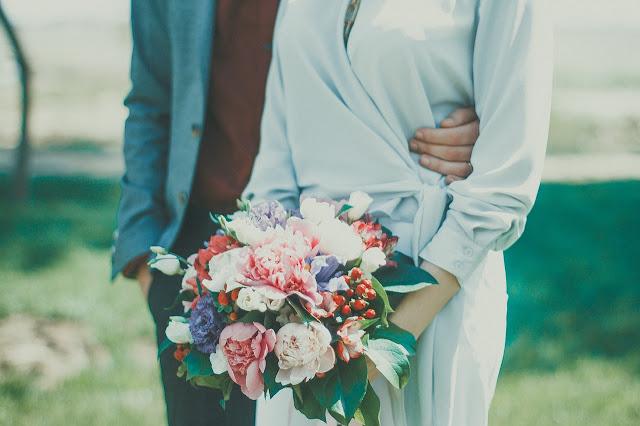 biala sukienka wesele - Biała sukienka na wesele - czy wypada?