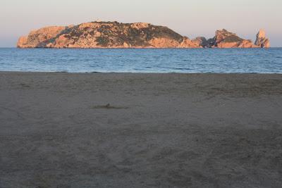 Playa del Estartit frente a las Illes Medes