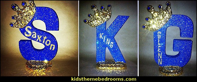 Royal themed centerpieces