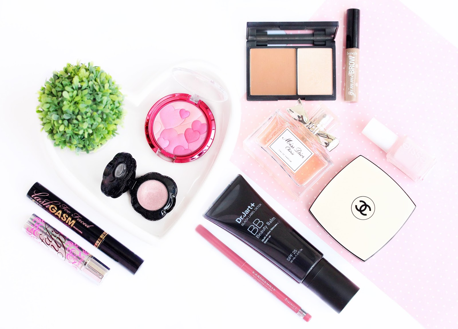 Valentine's day romantic makeup products