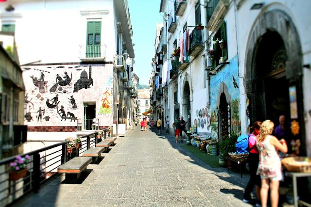 centro storico, borgo antico, turisti, ceramiche, mercatini, esposizioni