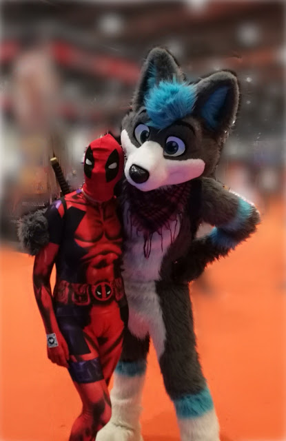 deadpool meets a furry cosplayer at comiccon