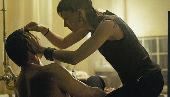 4ad5dddafc Lisbeth (Rooney Mara) auxilia Daniel Craig