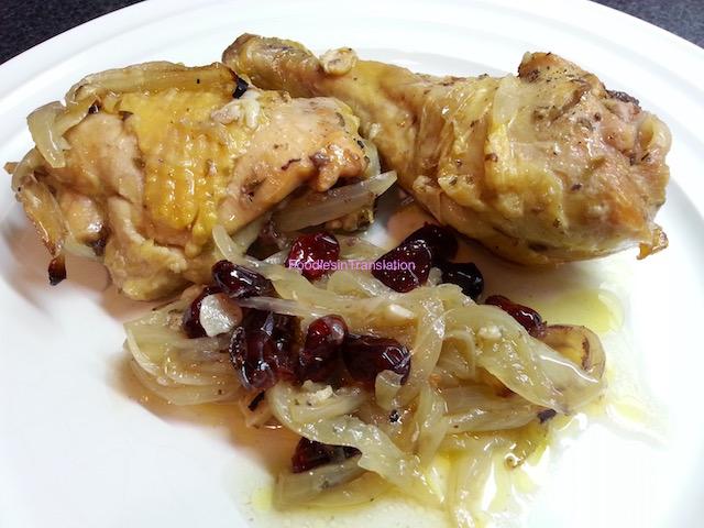 Pollo arrosto con mirtilli rossi e cipolla