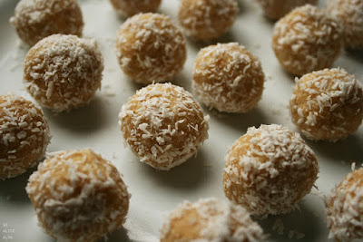 http://be-alice.blogspot.com/2016/04/ferrero-raffaello-balls-using-millet.html