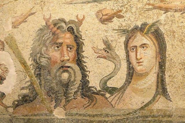 Большая часть мозаик изображает персонажей греческой мифологии. Например, выше - Талия, муза комедии. археология, история, мозаика