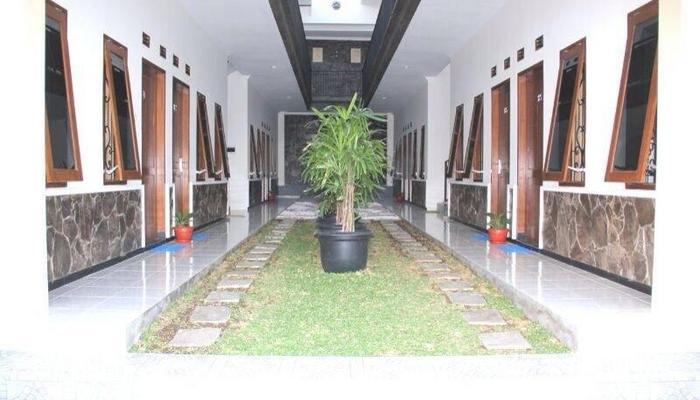 Ciptaningati Hotel Batu Malang Kelas Bintang 3 Alamat Jl Argopuro No 154 Indonesia Jumlah Kamar 82 Wifi Gratis