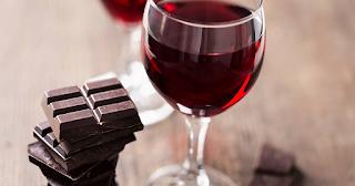 Έρευνα: Τρώγοντας σοκολάτα και πίνοντας κόκκινο κρασί καθυστερούμε την γήρανση