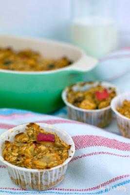 Apfel-Zimt Oatmeal Bake in einer Muffinform - Frühstück zum Mitnehmen in Uni oder Büro
