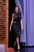 Hailee-Steinfeld-on-The-Tonight-Show-Starring-Jimmy-Fall_007-sexycelebs.in.jpg