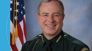Hurricane Irma: Florida sheriff threatens to arrest fugitives at shelters