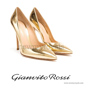 Crown Princess Victoria Style Gianvito Rossi Gold Patent Leather Pointed Pumps