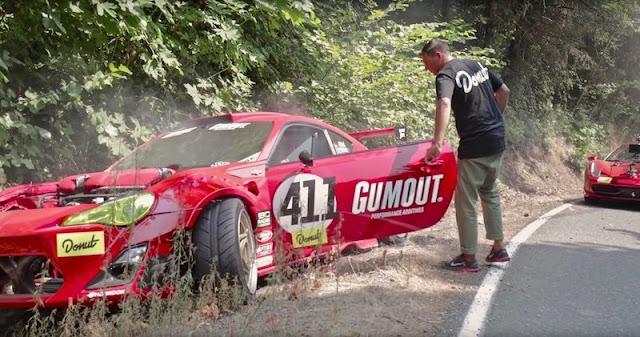 フェラーリエンジンを搭載したトヨタ86が撮影中にクラッシュ!その場で修理してドリフト再開。