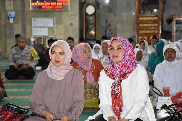 Puluhan Personil Bersiaga di Masjid Jami Annur Lakukan Pengamanan