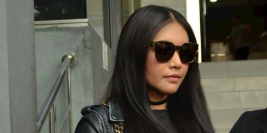 Hater Sudah Hapus Akun, Denada Minta Tim Cyber Crime Lacak Keberadaan LZ