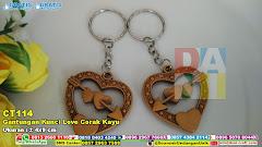 Gantungan Kunci Love Corak Kayu
