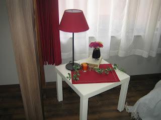 リビングのテーブルとスタンド