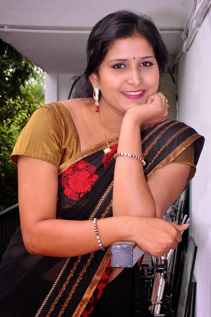 Khushboo-Aunty-Spicy-Pics  Hot Iduppu