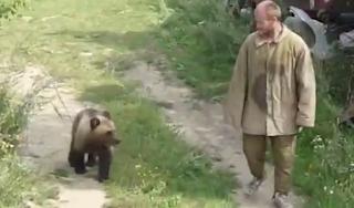 Αρκούδα έφαγε ζωντανό τον κυνηγό που την κρατούσε για χρόνια αιχμάλωτη στον κήπο του (Βίντεο)