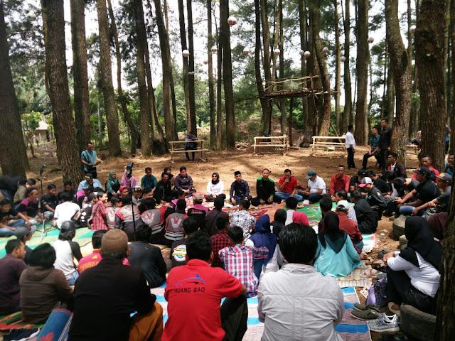 Edi Novial Diskusi di Bio Wisata Hutan Pinus