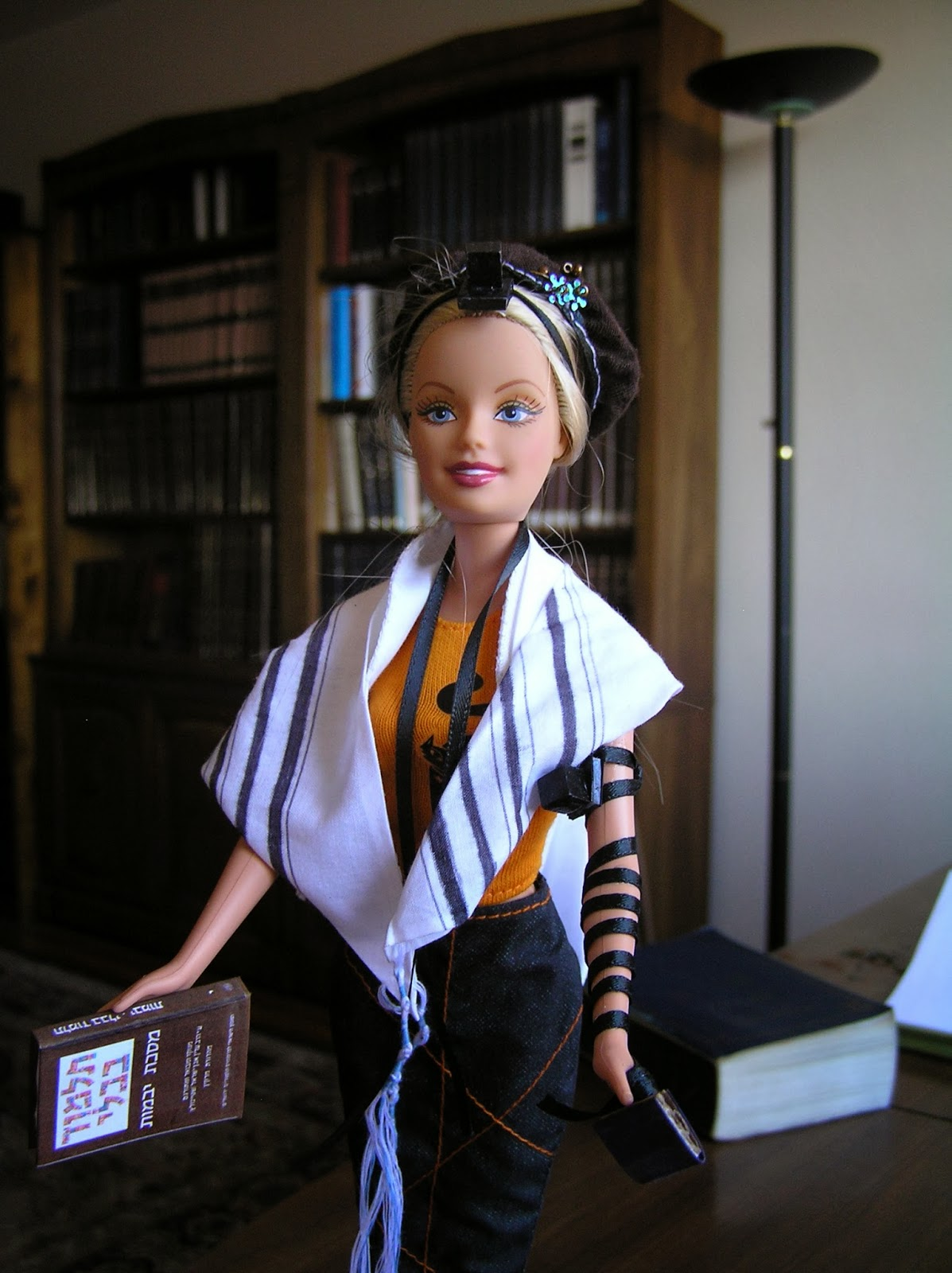 Parshablog: Some Thoughts On Women Wearing Tefillin