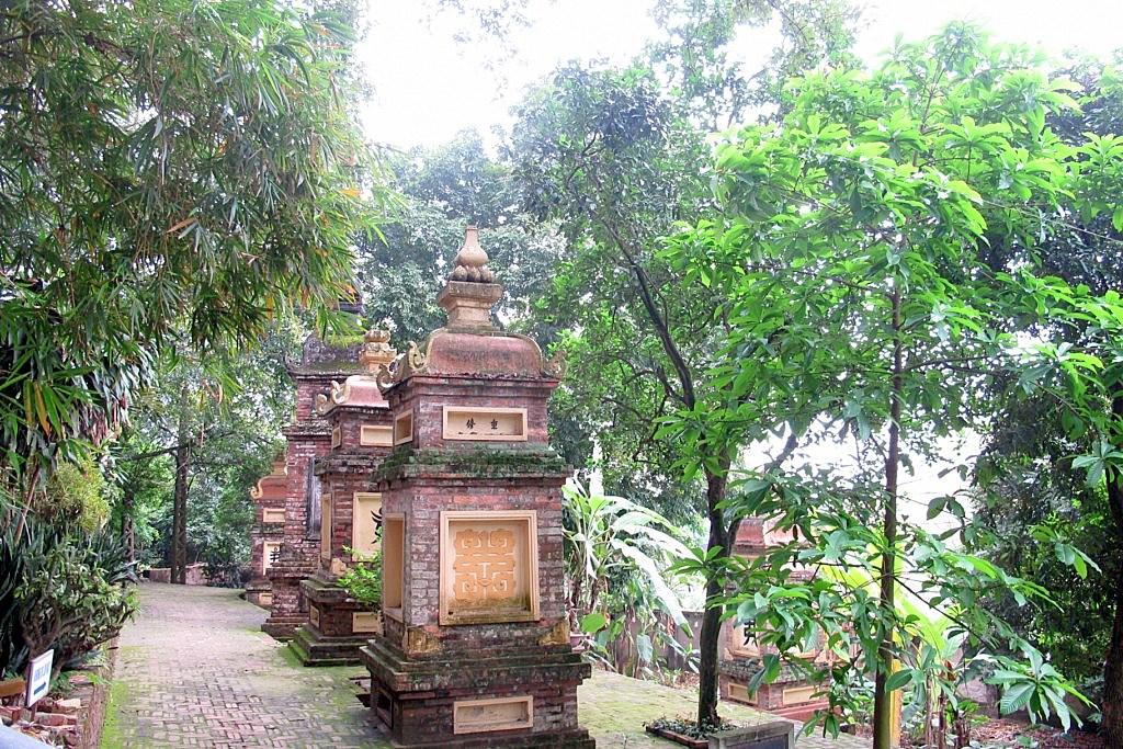 Tháp mộ chùa Tiêu Sơn.(Ảnh: tuanhuusac.blogspot.com)
