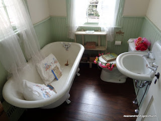 The bathtub held Flannery's audience