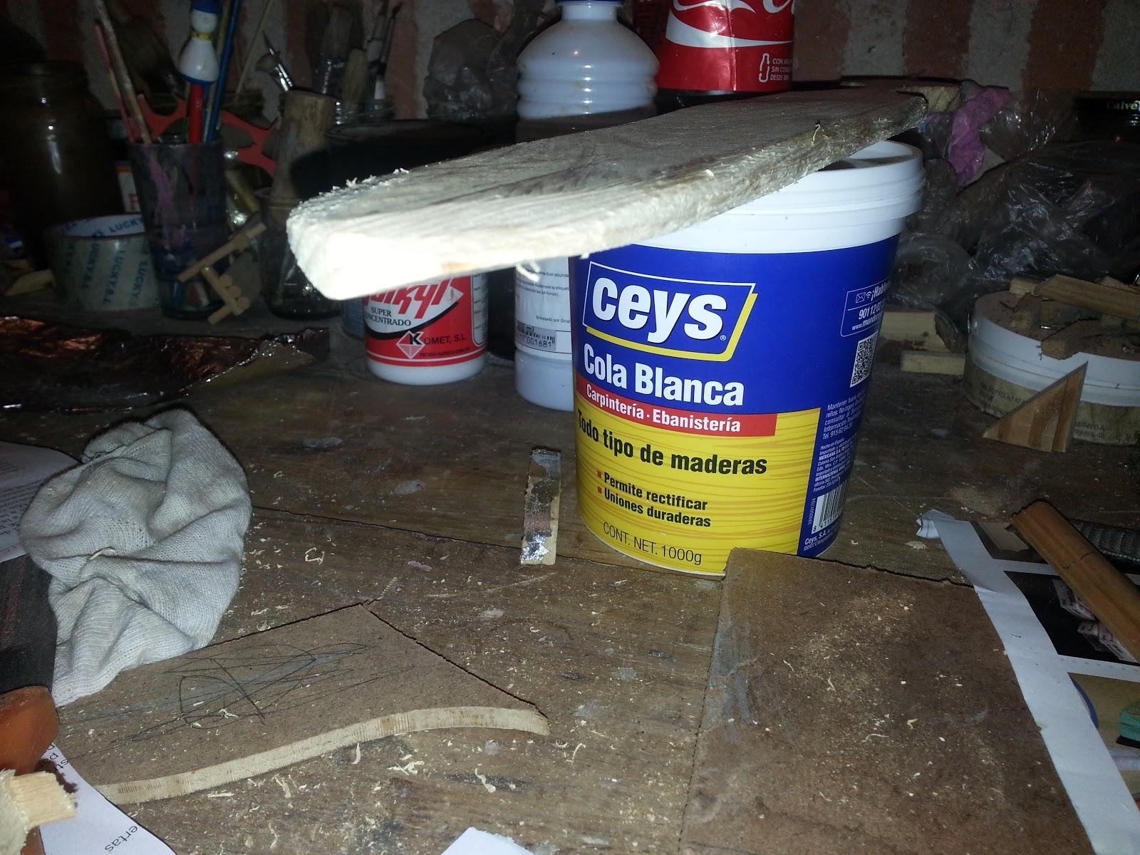 Como construir una espada y un escudo de juguete con for Como construir piletas de material
