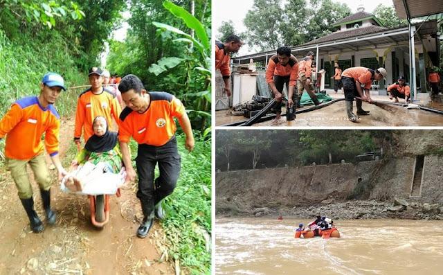 """Foto-Foto Ini Jawab Tuduhan Abu Janda """"Sibuk Urus Reuni, Lupa Ada Bencana"""""""
