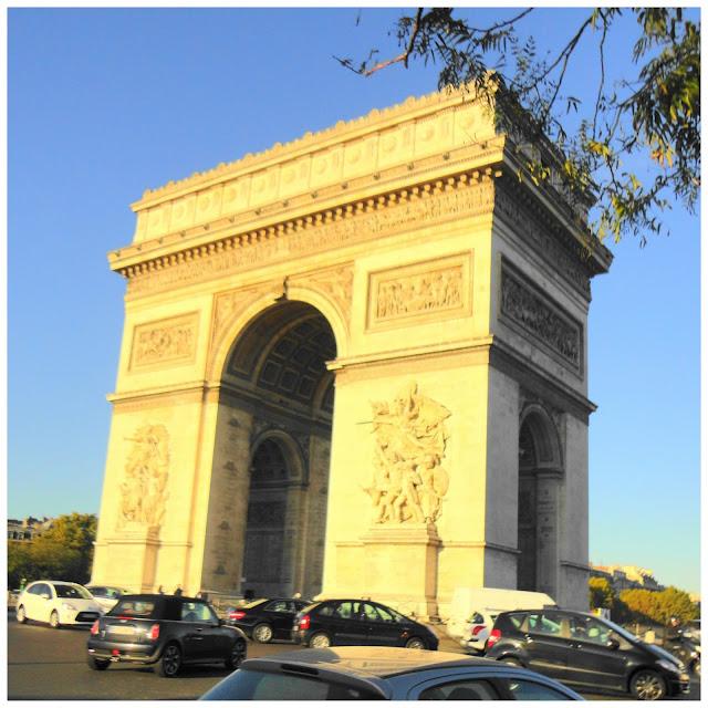 """Conhecendo Londres e Paris de metrô e a Nova York de cinema! Livro """"Paris Paris"""""""