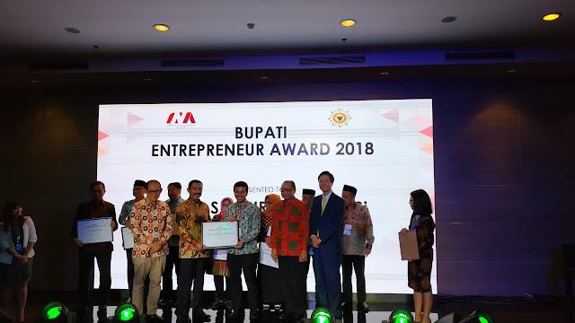 Emil Dardak Raih Penghargaan INA Bupati Entrepreneur Award 2018 di Bidang Pariwisata