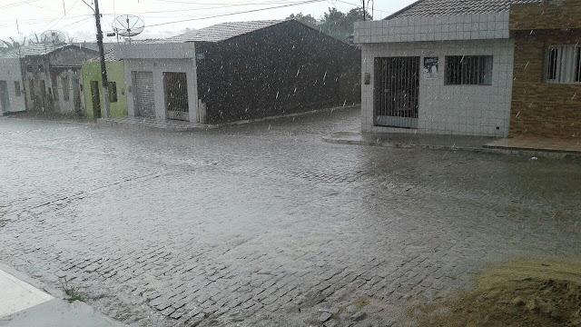 LOCAL: Chuva volta a cair em São Joaquim do Monte.