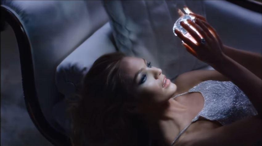 Canzone Versace pubblicità bright crystal con modella bionda - Musica spot Dicembre 2016