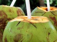 Manfaat air kelapa untuk kesehatan ibu hamil dan janin