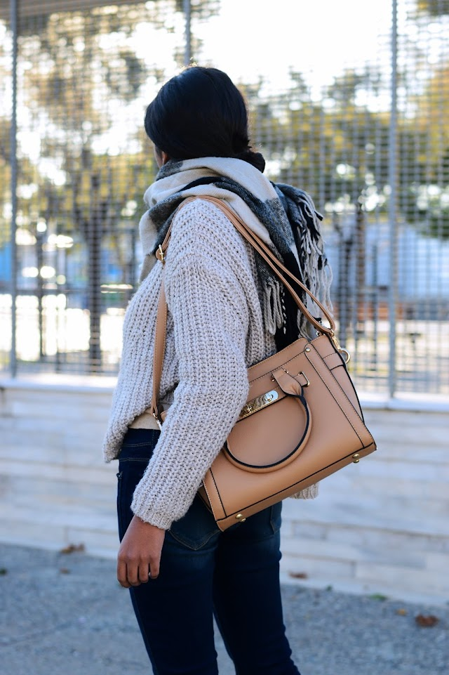 The everyday casual sweater (+ Best holiday gifts for her)