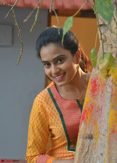 Dimple Chopde in Tamil movie Jeyikkira Kuthira 005.jpg