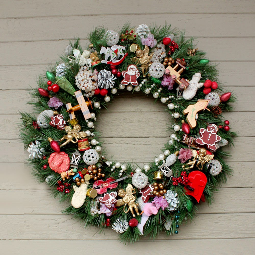... beads and lots of other decorative holiday trims i love this wreath