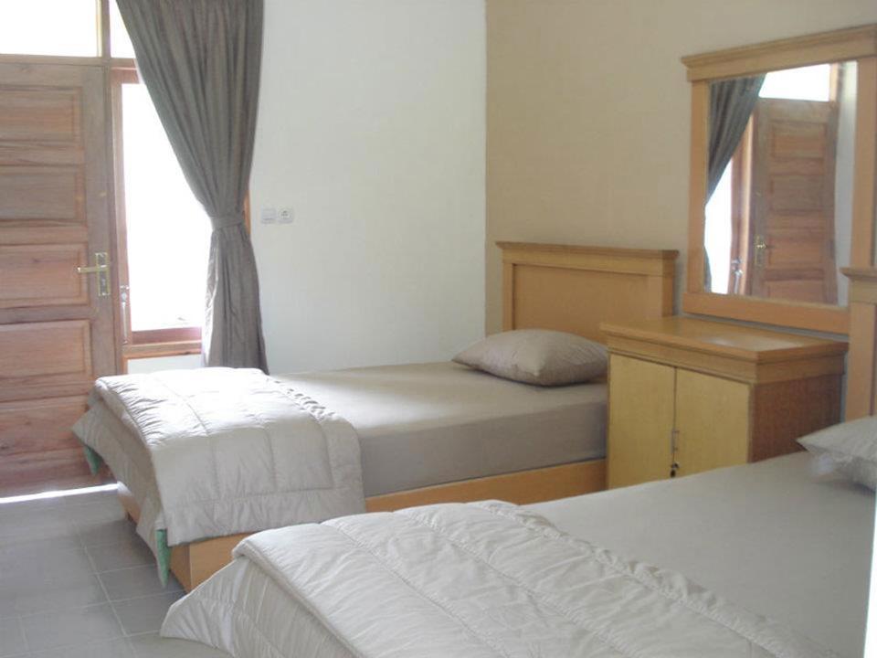 Malam pertama di Hotel Lembah Rinjani di bawah kaki Gunung Rinjani - Sembalun Lawang