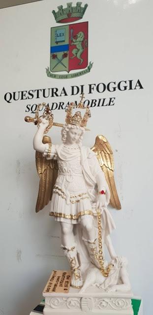 """Da Monte Sant'Angelo la statua di """"San Michele Arcangelo"""" in dono alla Squadra Mobile di Foggia."""
