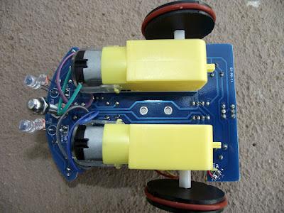 kit de robô seguidor de linha placa por baixo
