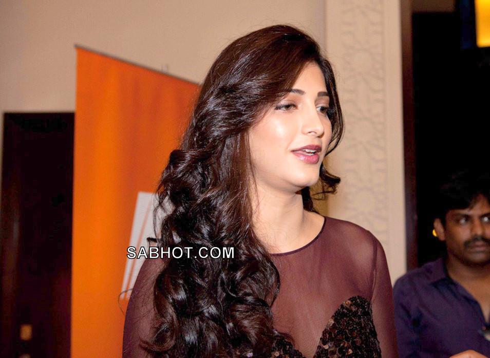Shruti Hassan Hot In Black At Siima Function - Sabhot Blog-1276