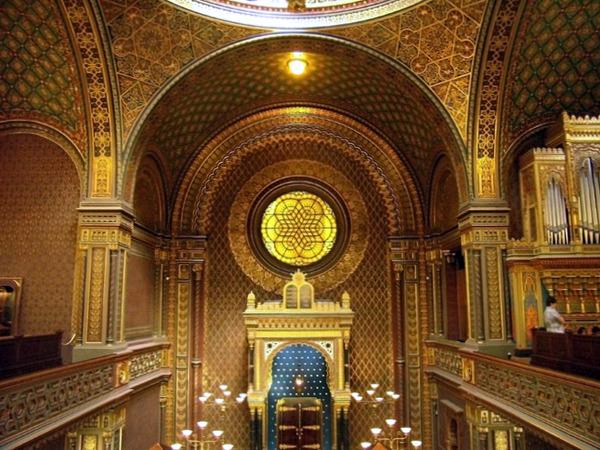 Interior de la Sinagoga Española (Praga, República Checa)