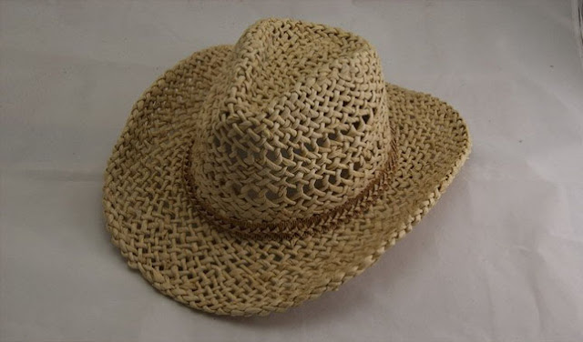 Kerajinan topi dari kulit jagung