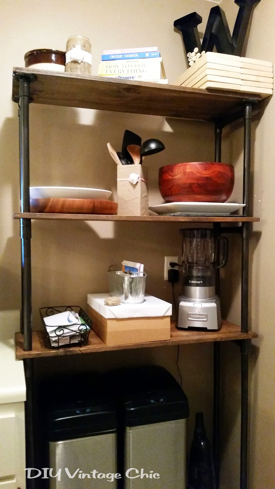 Excellent DIY Vintage Chic: DIY Affordable Pipe and Wood Bakers Rack SA56