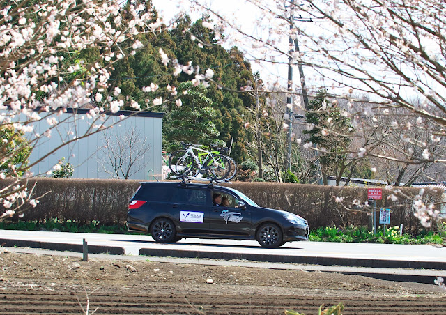 明治大学のサポートカー スバル エクシーガの写真