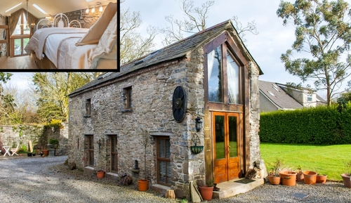 00-Airbnb-Architecture-with-the-13th-Century-Stone-Barn-Conversion-www-designstack-co
